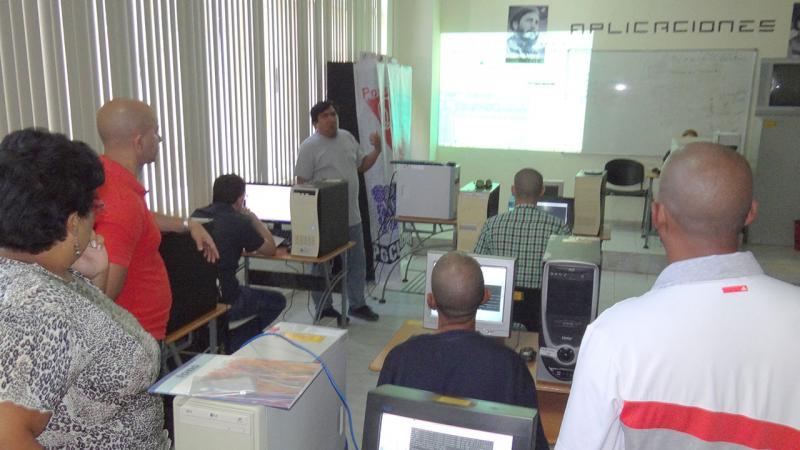 Entrenamiento Procesando grandes volúmenes de datos con Postgres-XL, con el profesor ecuatoriano Jaime Casanova.