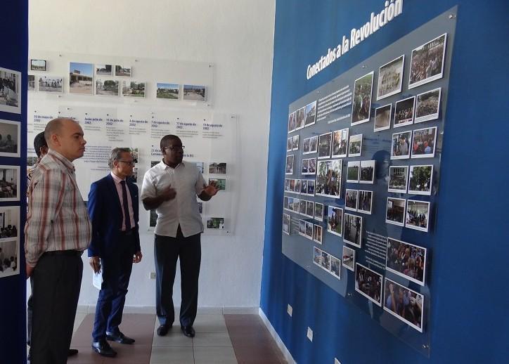 El funcionario angolano quedó impresionado con la amplia historia que posee la Universidad con 15 años de creada.
