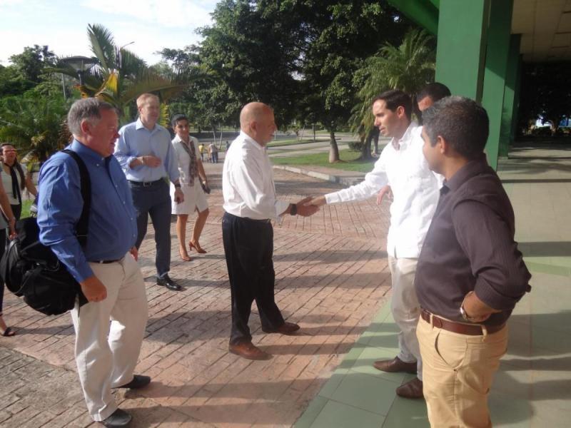 Los visitantes fueron recibidos en el Salón de la Maqueta por el vicerrector primero de la UCI, Dr.C. Raydel Montesino Perurena.