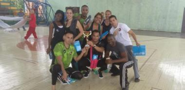 El profesor Joel Navarro (abajo, a la derecha) junto al equipo UCI que participó en el evento FITT-Cuba 2017