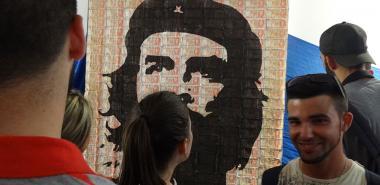 """Durante la exposición de artes visuales """"Son los sueños todavía"""" en el Centro Cultural. Foto: Tania García Torres"""