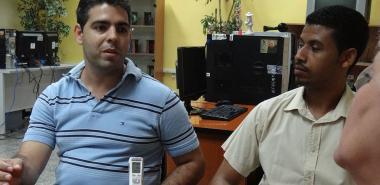 Ing. Yordani Cruz Segura, jefe del Departamento de Soluciones Financieras y Aduanales (izquierda) y el MSc. Yoansy López Reyes, director del Centro Ceige de la UCI (derecha), quienes ofrecieron la información para este artículo periodístico