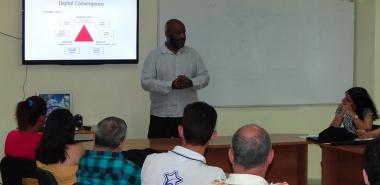 """El Doctor en Ciencias Maurice Lennie Mcnaughton impartió la conferencia """"Scaling Digital Capacity Building in the Caribbean"""" en la UCI"""