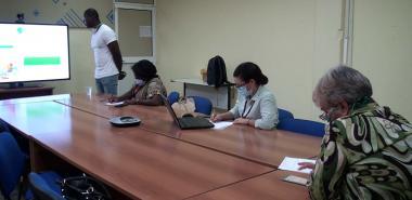 Estudiante angolano realiza la predefensa de su trabajo de tesis de grado
