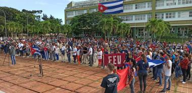 La UCI defiende los valores genuinos de la Revolución.