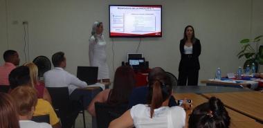 La jornada quedó abierta con la discusión del dueto integrado por Maite Diosado Jacobo y Linda Liz Vera Solano.