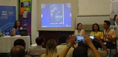 Presentó la Universidad en la FILH 2020, obras útiles para la informatización del país. Foto: Raudelis Sarmiento Villalón y Evelio Antonio Piedra Cueria