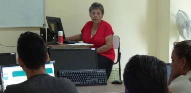 La Dra.C. Lucia Arguelles Cortés se declara enamorada de la ciencia y con espíritu para impartir clases hasta que tenga fuerza