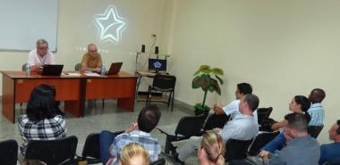 Los evaluadores se reunieron con los egresados del programa doctoral.