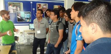 Los miembros de los equipos participantes en el XII Campamento Caribeño de Programación, visitaron el Salón de Exposiciones de Aplicaciones y Sistemas Informáticos de la UCI