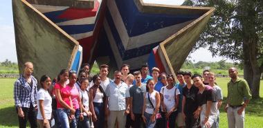 Estudiantes de la Facultad Introductoria de Ciencias Informáticas visitando el mausoleo de San Pedro