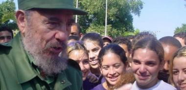 El 12 de diciembre de 2002 Fidel departió con los primeros estudiantes de la Universidad de las Ciencias Informáticas