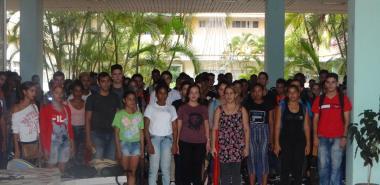 En el docente Ernesto Guevara, representantes de la comunidad universitaria, recuerdan la partida física del Che y Camilo.