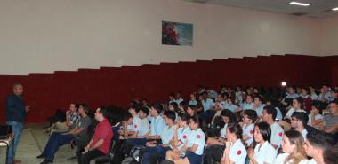 El director de Formación de Pregrado, el Dr.C. José Ortiz Rojas, relizó la presentación de la carrera de Ingeniería en Ciencias Informáticas y agradeció la acogida de los estudiantes de la Lenin.