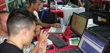 Estudiantes y profesores utilizan la red universitaria para profundizar sus conocimientos y habilidades.