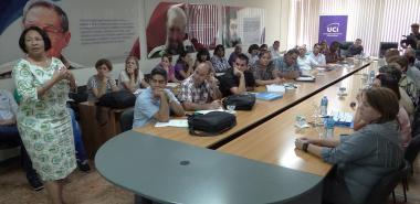 La Dra.C. Miriam Nicado García, rectora de la UCI, hace la presentación de la institución ante la Junta de Acreditación Nacional.