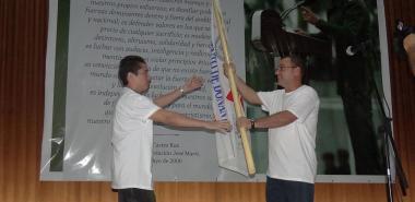 Recibió la bandera, de manos del coordinador provincial de los CDR, el profesor de la Facultad 2 de la UCI, Roberto Antonio Infante Milanés, jefe del destacamento de donates voluntarios de sangre