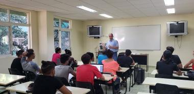 Mientras más nos bloqueen, nuestros enemigos del norte, la comunidad universitaria de la UCI y el pueblo cubano más se crece