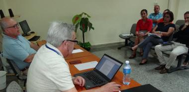 Los expertos internacionales de la Asociación Universitaria Iberoamericana de Posgrado se reunieron con profesores del claustro del programa.