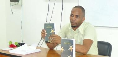 El título, único del autor sobre Maceo traducido al español, enaltece la personalidad y trayectoria del más grande líder militar cubano del siglo XIX.