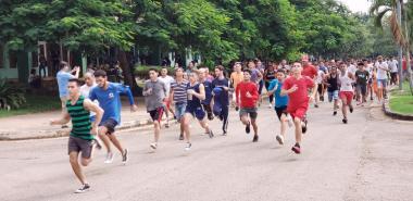 Maratonistas, artistas aficionados y profesores de la Universidad, este 17 de octubre, inmersos en la Jornada de la Cultura Cubana