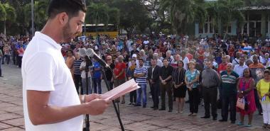 Lester Collado Rolo, secretario del Buró Sindical en la UCI, leyó la convocatoria para la Jornada hasta el Primero de Mayo.