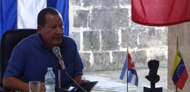"""Presentan el libro """"Bolívar y la independencia en Cuba"""" en el inicio de la jornada de homenaje al Comandante Hugo Chávez"""