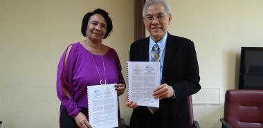 La Dra.C Miriam Nicado García y el rector Dr. Sakarindr Bhumiratana de la Universidad de Tecnología del Rey Mongkut Thonburi de Tialandia firman convenio de colaboración