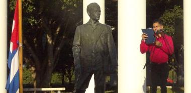 La UCI rinde homenaje a Rubén Martínez Villena