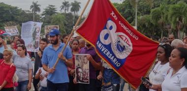 Recibe la UCI la Bandera XXI Congreso de la CTC en el inicio de su recorrido por varios centros laborales de La Habana