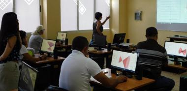 """Taller """"Uso del software geogebra para favorecer el aprendisaje de los estudiantes en la asignatura de cálculo vectorial"""", por Valeria Cely y Carolina Rojas."""