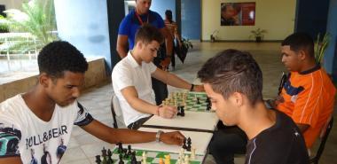 Celebran en la Universidad simultánea de ajedrez del Torneo Internacional Remberto Fernández 2019