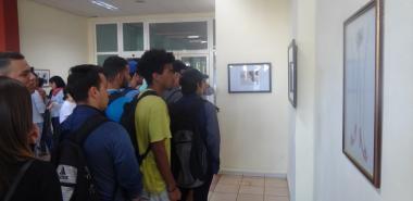 """La propuesta del grupo de artes visuales Telaraña, """"El intolerable peso de un zapato"""", resultó reflexiva y atractiva"""