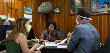 Viceministra primera del MES conversa con periodistas de Alma Mater sobre culminación de estudios